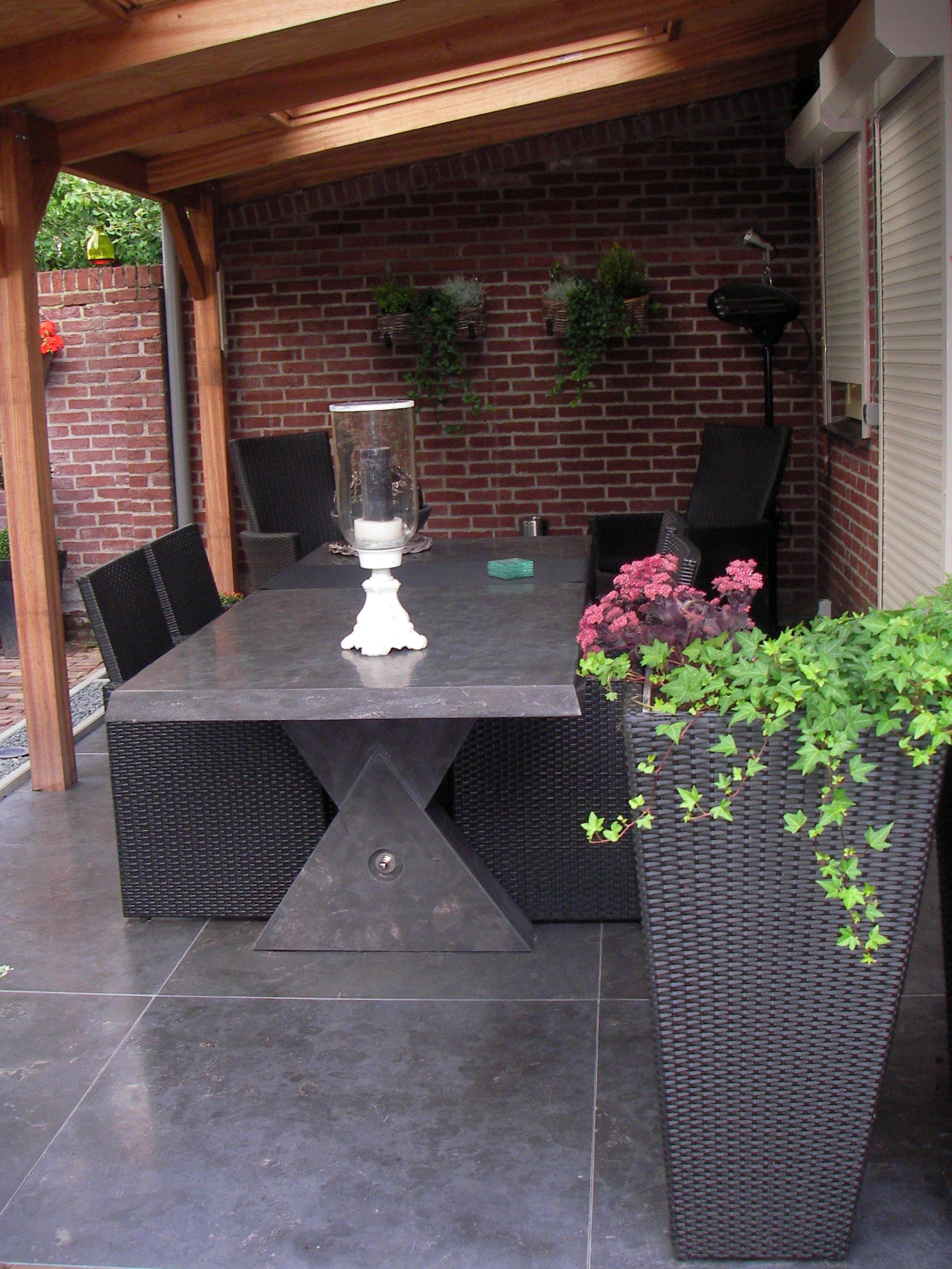 Moderne tafel 230 x 100 cm geheel uit natuursteen