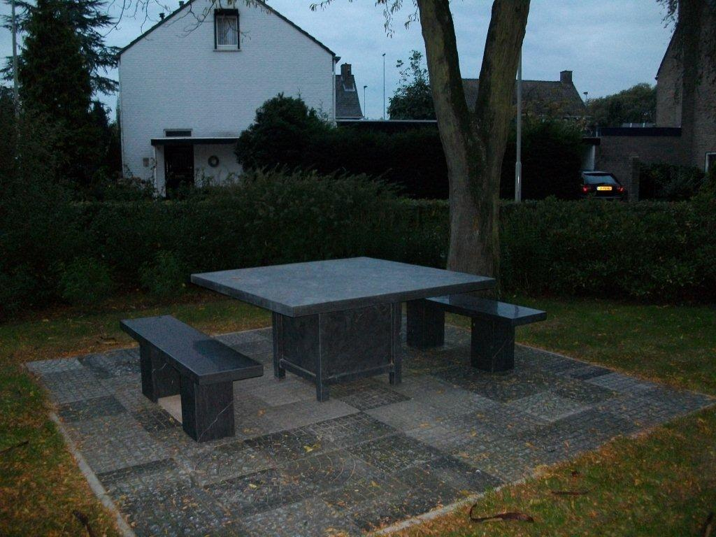 Moderne tafel 150 x 150 strak blad 6cm