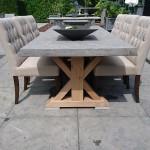 Rechthoekige stenen tuintafel 230 x 100 cm met eikenhouten onderstel strak blad